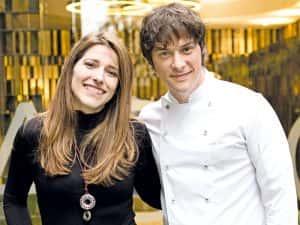 Jordi Cruz amb la Núria Baliellas, una de les nostres lectores, guanyadora del CONCURS ACOMPANYA'NS A L'ENTREVISTA que vam fer al Facebook d'Acelobert el passat mes de febrer'17.
