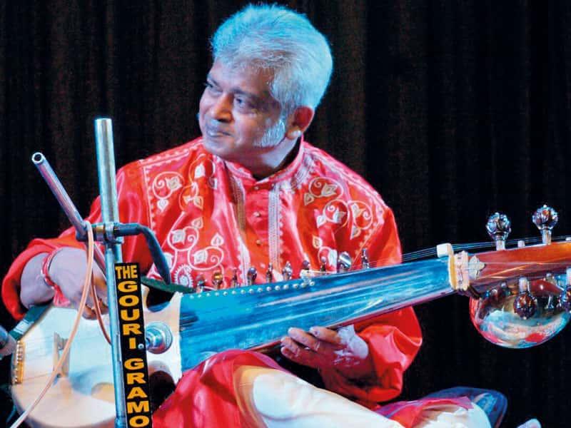 Música: Tapangroup Sarod. Tabla Tanpura