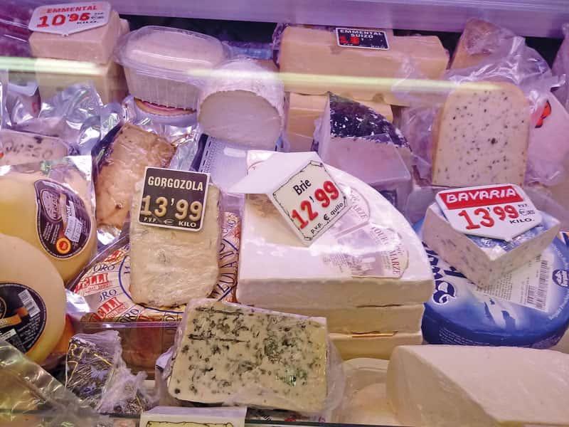 Gran selecció de formatges de Xarcuteria Mary, Mercat Sant Antoni · Parades 3-4-5-6 · T. 93 424 61 93