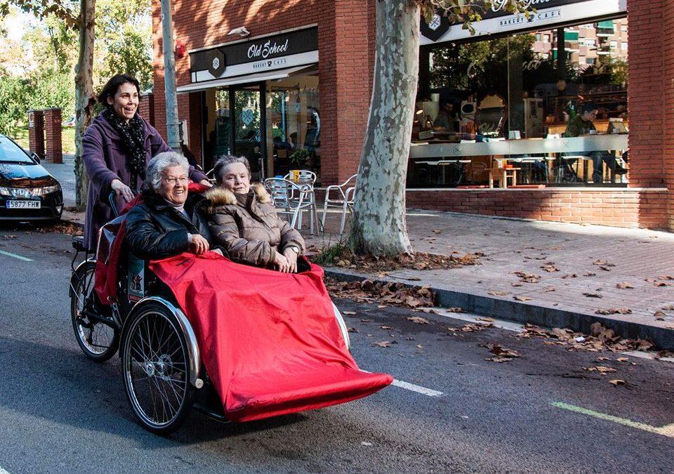 En bici sin edad: una iniciativa que devuelve el viento en el pelo de la gente mayor